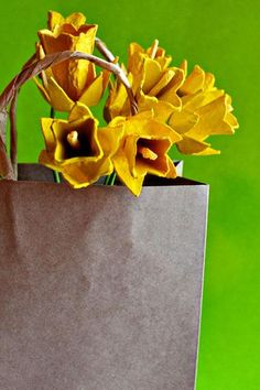 Flower Crafts : Paper Flowers Tutorial: Egg Carton Daffodils