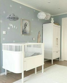 Baby Kinderzimmer Junge - I like this neutral and nit idea for nursery! Don´t you? Boys Bedroom Wallpaper, Boys Bedroom Decor, Baby Nursery Decor, Baby Bedroom, Baby Room Ideas Early Years, Baby Room Neutral, Gender Neutral, Baby Room Design, Wall Design
