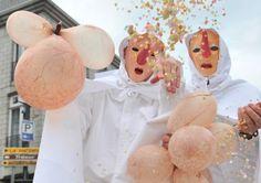 Carnaval des Blancs-Moussis à Stavelot : Les Blancs Moussis dans leur jour de triomphe, le rendez-vous pour un immense bain de foule.  Édition 2012