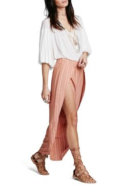 A staple for sunny getaways, these breezy striped pants are made with fluttery tulip hems that show the length of the leg while walk.