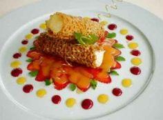 Sesamcanneloni mit Ingwercrème und Erdbeeren