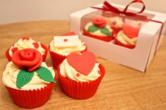 Valentines Day cupcakes by Fondant Fancy