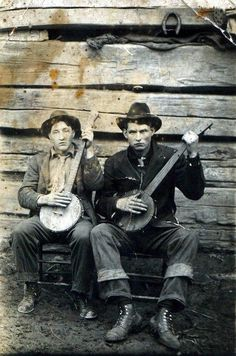 Season Of The Witch - A Southern Gothic Tale - banjo players