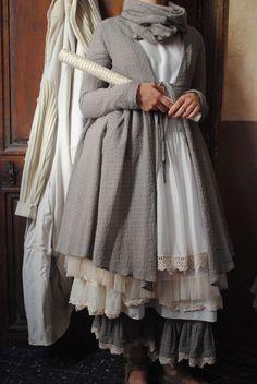 Mlle Faustine : Veste et panty assortis gris, robe tulle et dentelle... -20%