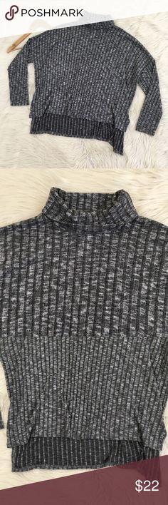 "American Eagle Oversized Grey Turtleneck Sweater American Eagle Outfitters Women's XL Turtleneck Sweater  • super soft • High Low Hem • Side slits • Oversized/Baggy • Stretchy • Excellent condition, like new  Length of front: 21"" Length of back: 25"" Armpit to armpit: 29""  📌NO lowball offers 📌NO modeling 📌NO trades  I will try to respond to inquiries in a timely matter. Please check out the rest of my closet, I have various brands and ALL different sizes. Some new with tags, others in…"