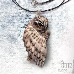 Beautiful! Polymer Clay Owl, Polymer Clay Kunst, Polymer Clay Animals, Polymer Clay Projects, Polymer Clay Creations, Polymer Clay Jewelry, Clay Crafts, Owl Jewelry, Jewellery