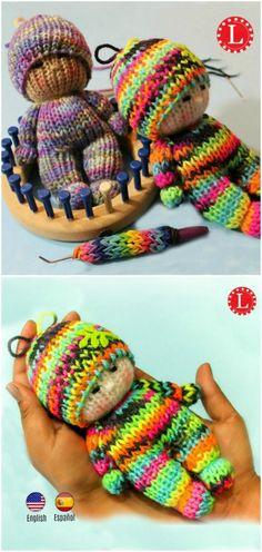 Loom Knitting TIny Dolls Toys {Video – Stricken Ideen Loom Knitting TIny Dolls Toys {Video – Stricken Ideen,Erdhaus Webstuhl stricken kleine Puppen Spielzeug loom knitting Related posts:Easy 3 Seam Drawstring Gift Bag - Little. Knitting Loom Dolls, Round Loom Knitting, Loom Knitting Stitches, Knifty Knitter, Loom Knitting Projects, Finger Knitting, Knitting Blogs, Knitted Dolls, Easy Knitting