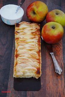 Apfel und Marzipan sind eine geniale Kombination! Der säuerliche Geschmack der Äpfel passt hervorragend zu dem süßen Mandelgeschmack des Marzipans. Schlagsahne wäre für diesen Kuchen einfach zu langwe