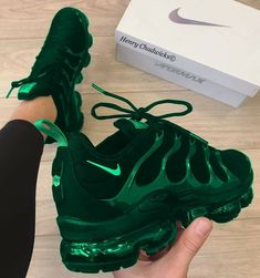 Cute green and black nike shoes💚🖤 Moda Sneakers, Cute Sneakers, Cute Shoes, Me Too Shoes, Shoes Sneakers, Sneaker Heels, Adidas Shoes, Basket Style, Fresh Shoes
