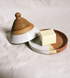 Ceramics 102 Forged & Found Pottery stoneware butter dish. - Ceramics 102 Forged & Found Pottery stoneware butter dish. Slab Pottery, Ceramic Pottery, Thrown Pottery, Pottery Vase, Ceramic Butter Dish, Ceramics Projects, Ceramics Ideas, Slab Ceramics, Clay Projects