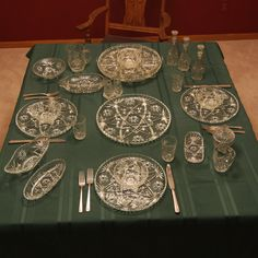 HISTORY of Anchor Hocking Early American PresCut Crystal (EAPC) Star of David pattern glass was introduced in 1960 by Anchor Hocking Glass Company. By 1978 most pieces had been discontinued. Antique Dishes, Antique Glassware, Vintage Dishes, Vintage Kitchen, Cut Glass, Clear Glass, Vintage Mom, Vintage Style, Anchor Hocking Glassware
