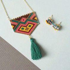 Otantik Püsküllü üçgen Seed Bead Necklace, Seed Bead Jewelry, Beaded Earrings, Beaded Jewelry, Peyote Patterns, Beading Patterns, Bead Crafts, Jewelry Crafts, Art Perle