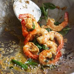 Thai-style shrimp with ginger cooked in a wok - Tesco Real Food Chilli Prawns, Tesco Real Food, Midweek Meals, Perfect Food, Shrimp Recipes, Fish And Seafood, Places To Eat, Eating Places, Asian Recipes