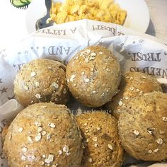 Grove og saftige rundstykker med havregryn | Tones kaker Healthy Food, Healthy Recipes, Piece Of Bread, Food And Drink, Baking, Breads, Healthy Foods, Healthy Food Recipes, Bakken