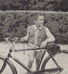 Escher Sweater • 1950s Knitting Geometric Cardigan Blazer Jacket • 50s Vintage Vogue Pattern • Retro Children's Knit Digital PDF by TheStarShop on Etsy