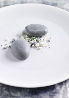 Pear ice cream with black tea. By Nordic Chef Ronny Emborg / food design - design culianire.