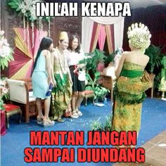 54 Ideas Memes Indonesia Cinta For 2019 Memes Funny Faces, Funny Memes About Girls, Funny Quotes For Teens, Christmas Greetings Quotes Funny, Mean Jokes, Funny School Stories, Friend Jokes, Best Friends Funny, Funny Anime Pics