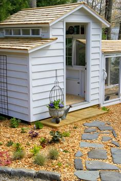 10 Pretty and Functional Chicken Coops