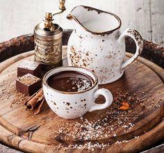 "coffee-tea-and-sympathy: ""горячий шоколад by Natalia Lisovskaya "" I Love Coffee, Coffee Art, Coffee Break, My Coffee, Morning Coffee, Coffee Shop, Cuban Coffee, Coffee Poster, Coffee Scrub"