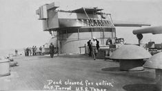 Deck cleared for action, turret Texas Uss Texas, Us Battleships, Big Guns, United States Navy, Above And Beyond, Us Navy, Military History, Wwii, Sailing