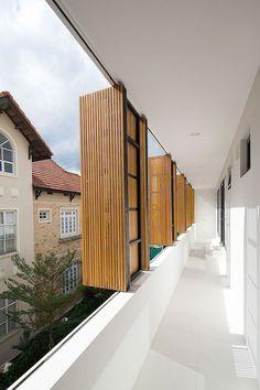 Fuschia Villa in Ho Chi Minh City, Vietnam by MimA NY studio and Real Architecture Design Exterior, Facade Design, Door Design, Facade Architecture, Residential Architecture, Contemporary Architecture, Contemporary Design, Outdoor Shutters, Design Jardin