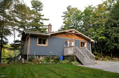 Located in a picturesque bay on Lake Muskoka, this newly-listed 4 bedroom cottage awaits you!