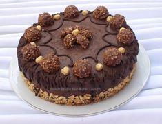 Un tort preparat cu drag pentru aniversarea zilei de nastere a sotului meu. Pentru aspectul tortului si gust am primit nota 10 cu felicitari... Ferrero Rocher, Something Sweet, Tiramisu, Sweets, Chocolate, Healthy, Cake, Ethnic Recipes, Desserts