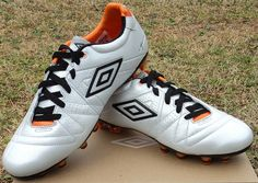 Review  Umbro Speciali 3 Pro Soccer Boot d7194ff1c1ca4