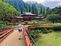 Hawaii- Oahu photo - Byodo in temple Buddhist Temple, Oahu Hawaii, Temples, Railroad Tracks, Cabin, House Styles, Travel, Instagram, Viajes
