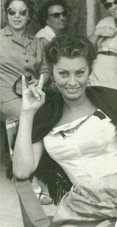 Sophia Loren rock and roll Vintage Movie Stars, Old Movie Stars, Catherine Deneuve Young, Loren Sofia, Carlo Ponti, Sophia Loren Images, Marilyn Monroe Photos, Old Hollywood, My Idol