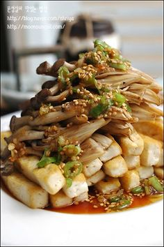 ~~두부버섯샐러드~~ - Tasteful dish of Moonseongil :: Try to eat common ingredients ~~ Tofu mushroom salad ~~ K Food, Good Food, Yummy Food, Korean Side Dishes, Asian Recipes, Healthy Recipes, Korean Food, Food Design, Food And Drink