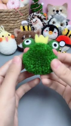 Diy Crafts Hacks, Diy Crafts For Gifts, Cute Crafts, Arts And Crafts, Pom Pom Crafts, Yarn Crafts, Felt Crafts, Halloween Crafts For Kids, Christmas Crafts