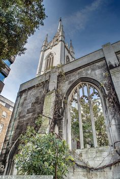 St Dunstan in the East, a quiet gardens in the City of London around a ruined church.