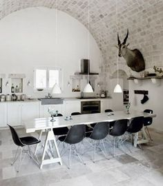 Home interior - Dining room - white table - Eames chair Interior Desing, Home Interior, Kitchen Interior, Interior Architecture, Cuisines Design, My New Room, Vintage Kitchen, Rustic Kitchen, Nice Kitchen
