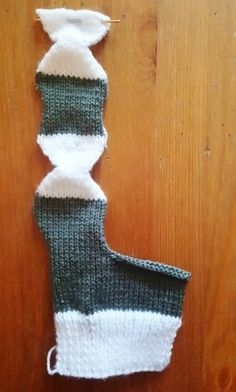 This cute Christmas stocking was made with single pointed needles and double knitting yarn. The pattern will scale so you can use chunky or aran yarn as you prefer to make a bigger version. Beanie Knitting Patterns Free, Crochet Socks Pattern, Knit Or Crochet, Knitting Socks, Knitting Stitches, Free Knitting, Knitting Tutorials, Crochet Shoes, Crochet Granny