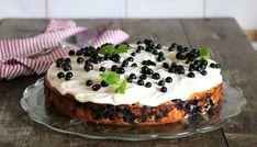 Hei! Det er fredag og helg, midt i blåbærsesongen. Det er perfekt tid for å komme seg til skogs å plukke med seg nokre liter ferske blåbær. Ikkje berre er det gratis, men blåbærene smaker nydelig nyplukka, dei er perfekte å bake med, og man får masse frisk luft i samme slengen! Kanskje denne sunnere … Frisk, Sugar Free, Cheesecake, Pie, Baking, Desserts, Recipes, Food, Cakes