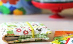 Sewing instructions for DIY: a cloth cover for mini-books for 10 Pixibücher. Cute Sewing Projects, Sewing Crafts, Sewing Toys, Baby Sewing, Sewing For Kids, Diy For Kids, Fabric Book Covers, Baby Co, Handmade Christmas Gifts