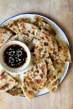 Vegan scallion pancakes are surprisingly east to make. Crispy on the outside and soft on the inside, these pancakes are packed with flavour.