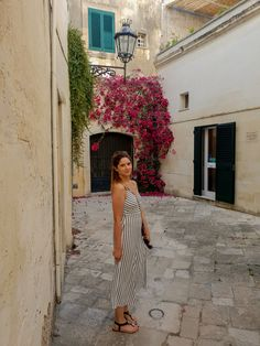 One beautiful corner in Lecce, Italy Culture Of Italy, Lecce Italy, Holiday Destinations, Most Beautiful Pictures, Corner, Beauty, Fashion, Beleza, Moda