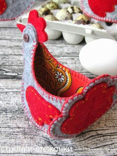 Lovely felt and fabric chicken-good easter idea to make Felt Crafts, Easter Crafts, Fabric Crafts, Sewing Crafts, Sewing Projects, Diy Crafts, Felt Christmas, Christmas Crafts, Chicken Crafts