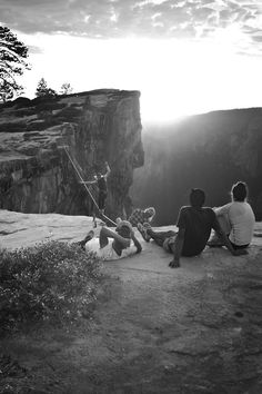 chasinghighlines:  Sunset Highlining in Yosemite with my friends!