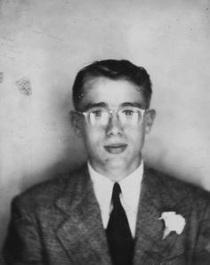 18 year old James Dean in photobooth, 1949 James Dean, Vintage Photo Booths, Vintage Photos, Antique Photos, Old Pictures, Old Photos, Photos Booth, Cinema, Thing 1