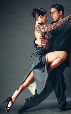 Dance tango with a compatible partner. get back into dance competition! Love Dance, Dance Art, Dance Music, Ballet Dance, Shall We ダンス, Shall We Dance, Foto Portrait, Tango Dancers, Belly Dancing Classes