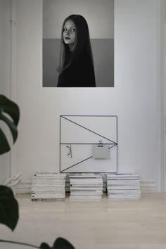 Stockholm apartment | Clean Simple Minimalistic Living | Nordic Industrial Interior | Wallment Arrow Grid memo board | Magazine Stacks | Monstera deliciosa | big Black and White poster | Scandinavian home