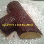 Tronchetto di Natale con crema al mascarpone ricoperto di ganache al cioccolato