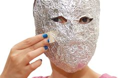How to Make a Mask out of Tin Foil and Tape. An excellent mask can be made using products found easily at home: tin foil and tape. This is a straightforward project that is ideal for last-minute mask-making before the masked ball or any. Masquerade Party Decorations, Diy Halloween Decorations, Halloween Diy, Halloween Masks, Paper Mache Head, Paper Mache Mask, Mascara Papel Mache, Tin Foil Hat, Mascaras Halloween