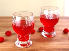 Anne of Green Gables Raspberry Cordial - Make traditional Raspberry Cordial from the Anne of Green Gables book series by L. Recipe and step by step tutorial. Non-alcoholic. Refreshing Drinks, Fun Drinks, Yummy Drinks, Beverages, Happy Birthday Lucy, Book Club Snacks, Raspberry Cordial, Cordial Recipe, Raspberry Recipes