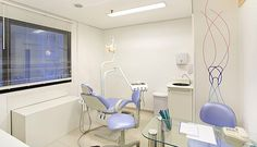 Interior designers given the task of decorating a dental office are in charge, not only of making it look professional, […] Medical Office Decor, Dental Office Design, Medical Design, Healthcare Design, Dental Clinic Logo, Dentist Clinic, Office Waiting Rooms, Office Entrance, Decor Logo