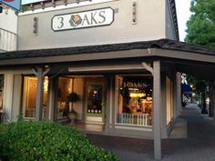 3 Oaks in Clovis, California, is run by the fabulous Vicky, with great color, design and painted finishes, in rustic to refined, shabby to European styles.