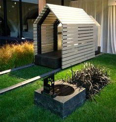 If It's Hip, It's Here (Archives): Barkitecture 2012 - Photos of the Luxe Doghouse & Garden Competition Entries Pallet Dog House, Build A Dog House, Modern Dog Houses, Cool Dog Houses, Dog House Heater, Surprised Dog, Pet Furniture, Animal House, Dog Design